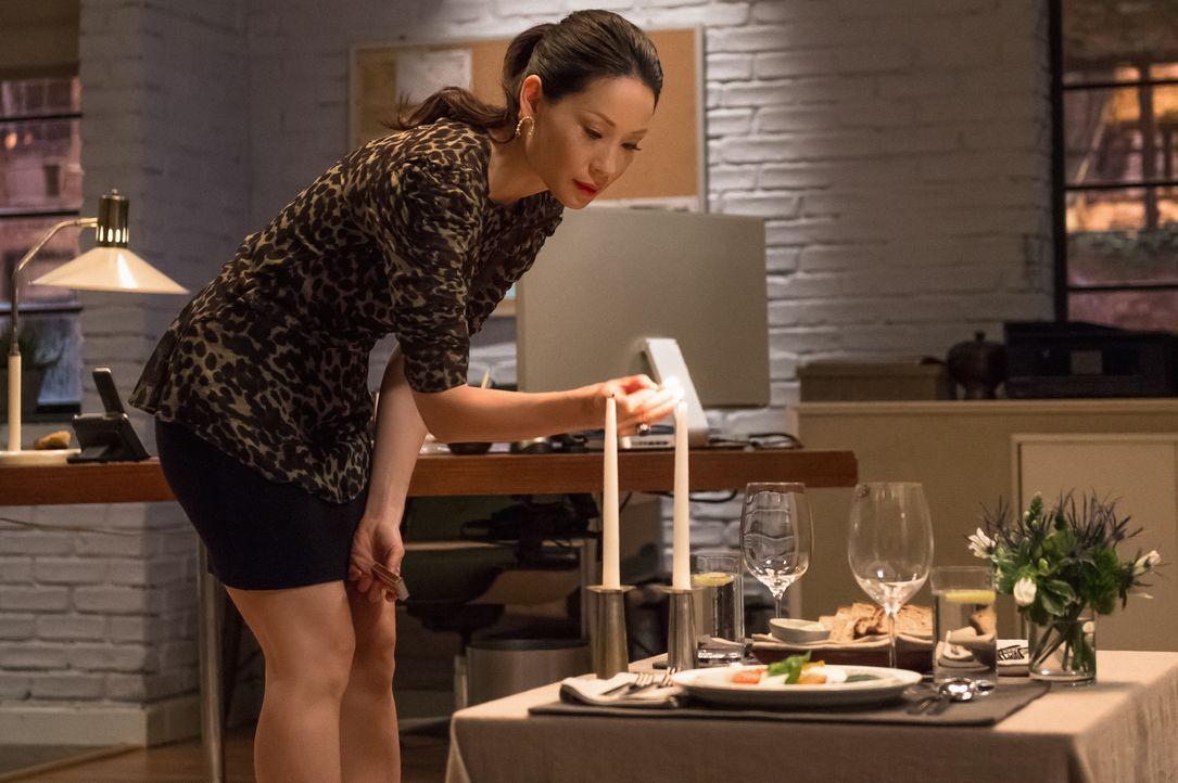 Joans (Lucy Liu) Beziehung zu Andrew wird auf eine harte Probe gestellt, als ein Bekannter aus ihrer Vergangenheit auftaucht und sie um Hilfe bittet... - Bildquelle: CBS Television