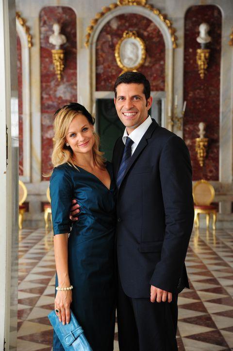 Noch ahnt Lissie nicht, dass Paul (Pasquale Aleardi, r.), ihr One-Night-Stand der zukünftige Verlobte der dänischen Prinzessin Silvia (Mirjam Weic... - Bildquelle: Christiane Pausch SAT.1
