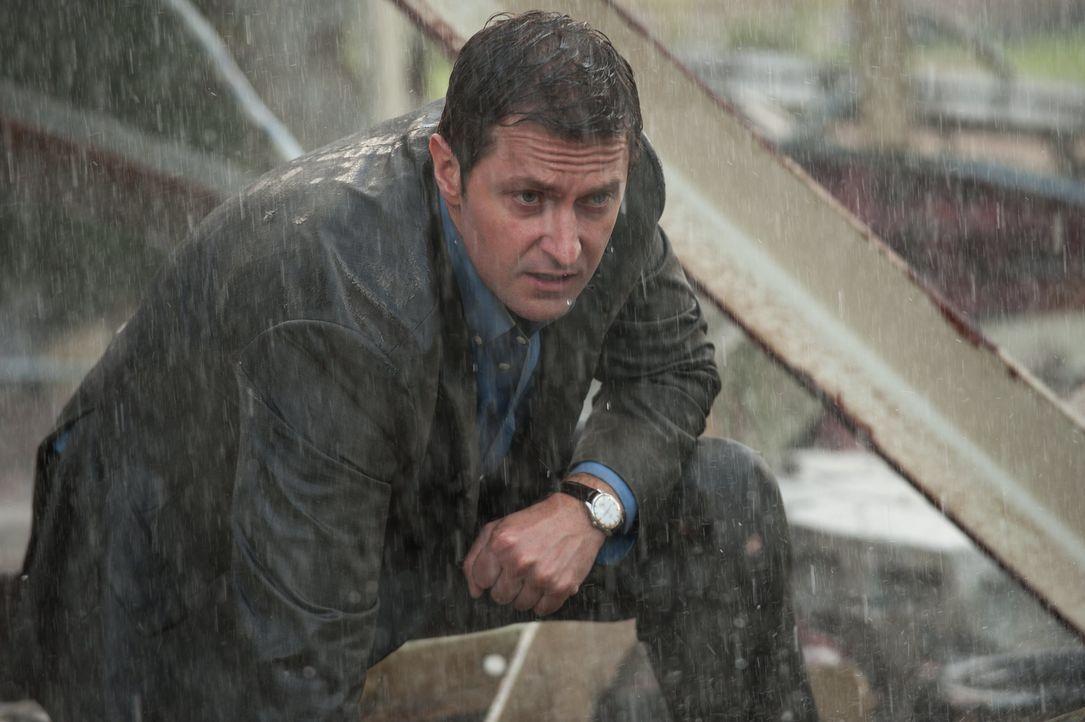Der monströse Tornado hat Silverton komplett zerstört und wütet immer noch weiter. Wird Gary (Richard Armitage) es schaffen, seine Söhne und sich se... - Bildquelle: 2014 © Warner Bros.