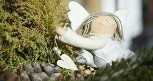 Süße Weihnachtsdeko: ein Engelchen aus Stoff – die perfekte Dekoration für de...