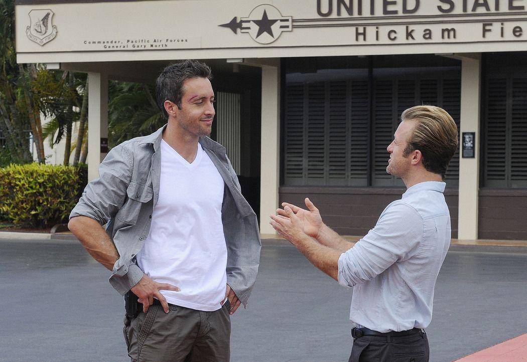 Im Kampf gegen das organisierte Verbrechen im Paradies: Steve (Alex O'Loughlin, l.) und Danny (Scott Caan, r.) ... - Bildquelle: TM &   2010 CBS Studios Inc. All Rights Reserved.