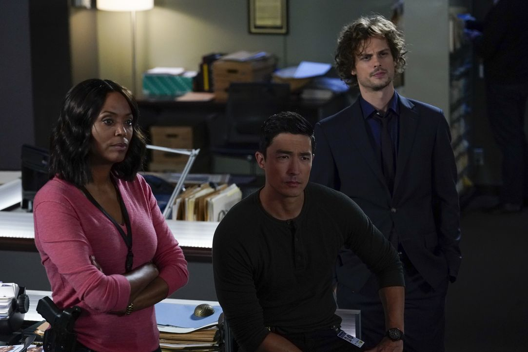 (v.l.n.r.) Dr. Tara Lewis (Aisha Tyler); Matt Simmons (Daniel Henney); Dr. Spencer Reid (Matthew Gray Gubler) - Bildquelle: Cliff Lipson 2018 CBS Broadcasting, Inc. All Rights Reserved./ Cliff Lipson