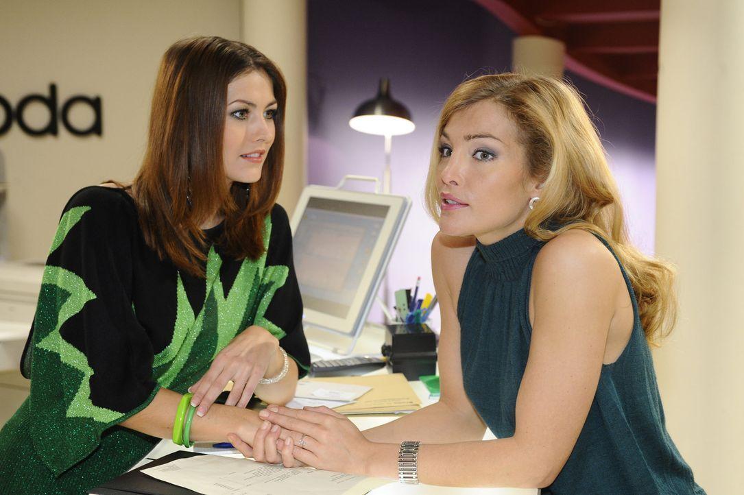 Hecken Jessica Kramer (Fiona Erdmann, l.) und Annett (Tanja Wenzel, r.) etwas aus? - Bildquelle: SAT.1