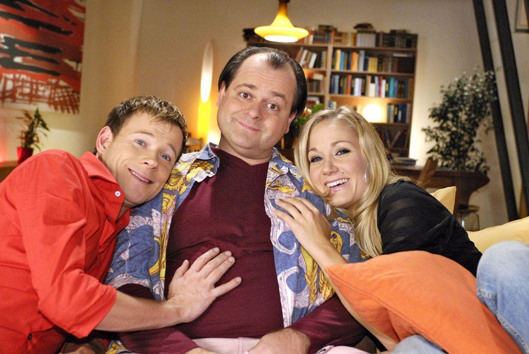 Neue Folgen in neuer Besetzung: Janine Kunze (r.) ist in die Comedy-WG mit Markus Majowski (M.) und Mathias Schlung (l.) gezogen. - Bildquelle: Sat.1