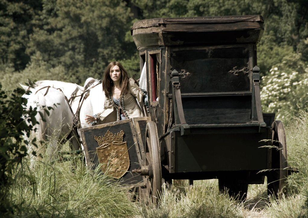 Graf Luipold Trumpf wirbt um die Prinzessin Herzelinde (Julia Dietze), doch die findet an dem halbseidenen Geschäftsmann keinerlei Gefallen. In sei... - Bildquelle: Warner Brothers