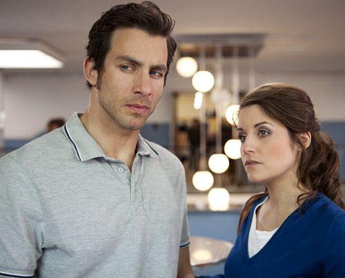 Während Bea Ben hilft, zu seiner Schuld zu stehen, wird Michael zum eifersüchtigen Beobachter von Helena und Stefan, die miteinander flirten ... - Bildquelle: David Saretzki - Sat1