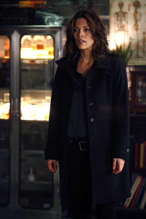 Kann Henry Jo (Alana De La Garza) die Wahrheit anvertrauen? - Bildquelle: Warner Brothers