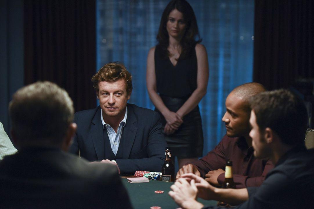 Ein Mordfall in dem Lisbon (Robin Tunney, 3.v.r.) und Jane (Simon Baker, 2.v.l.) ermitteln wird für Lisbon besonders interessant und gleichzeitig ho... - Bildquelle: Warner Bros. Television
