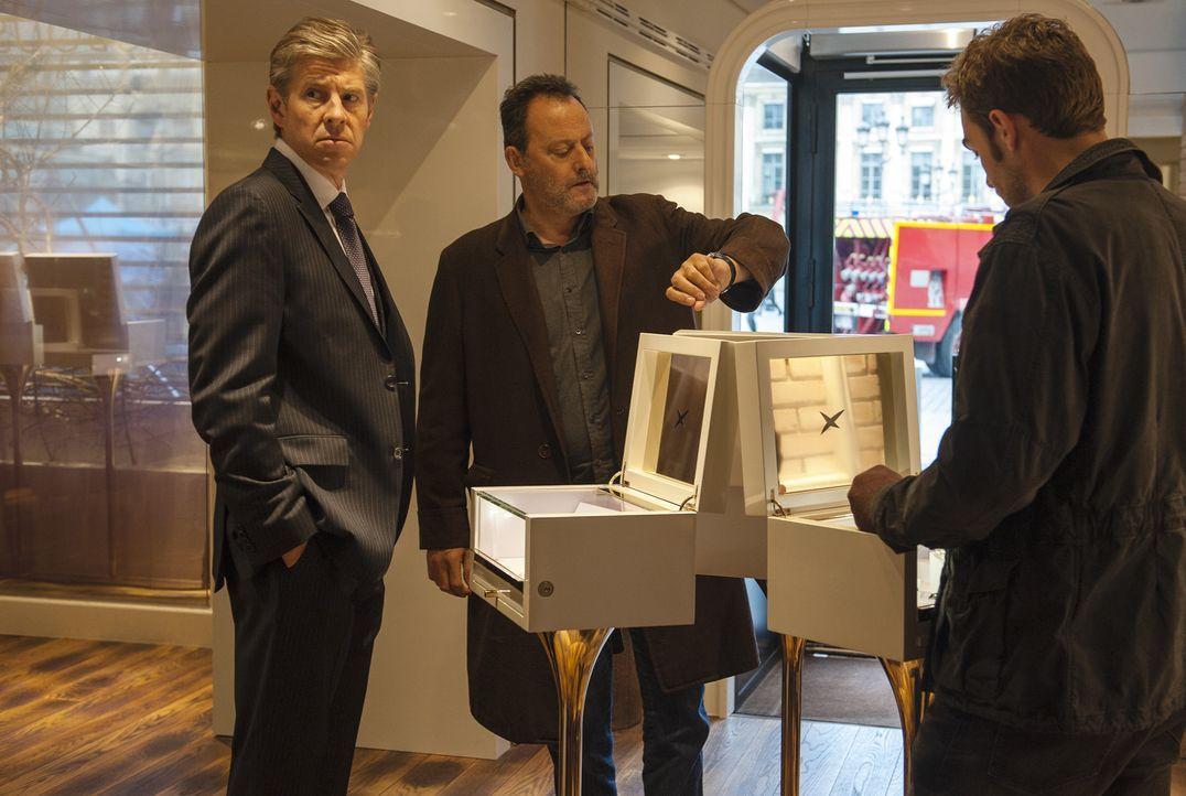Jo St-Clair (Jean Reno, M.) und Bayard (Tom Austen, r.) müssen nicht nur in einem Mordfall ermitteln. Immer wieder werden Familienväter entführt... - Bildquelle: Stéphanie Dupont Atlantique Productions