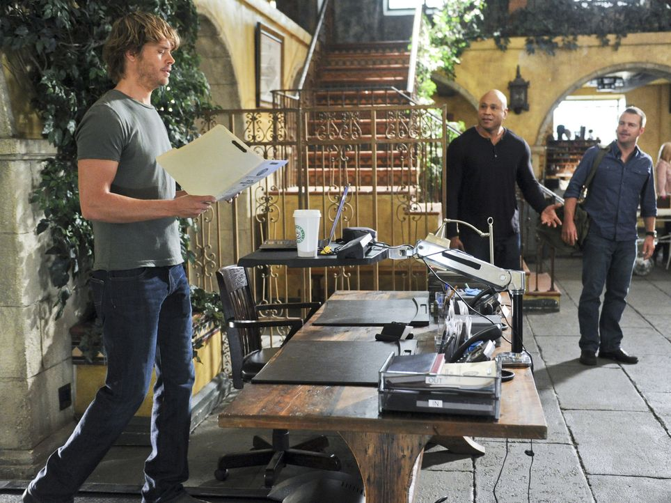 Untersuchen einen neuen Fall: Callen (Chris O'Donnell, r.), Sam (LL Cool J, M.) und  Deeks (Eric Christian Olsen, l.) ... - Bildquelle: CBS Studios Inc. All Rights Reserved.