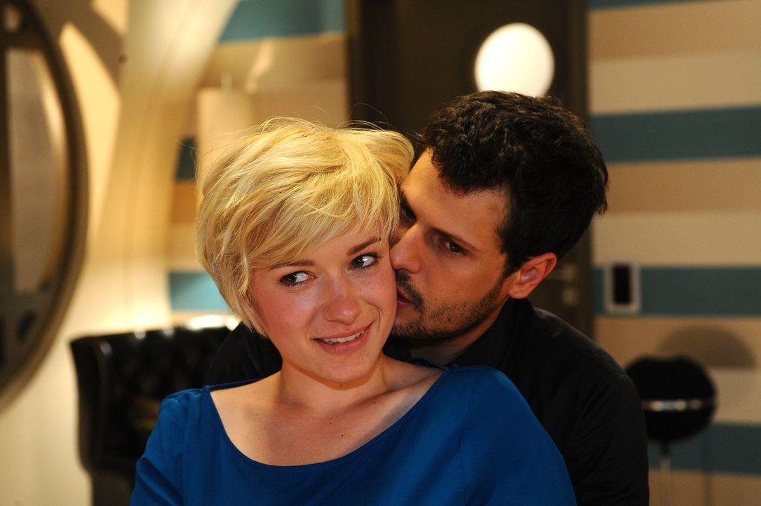 Wie geht es mit Luca (Manuel Cortez, r.) und Olivia (Kasia Borek, l.) weiter? - Bildquelle: SAT.1