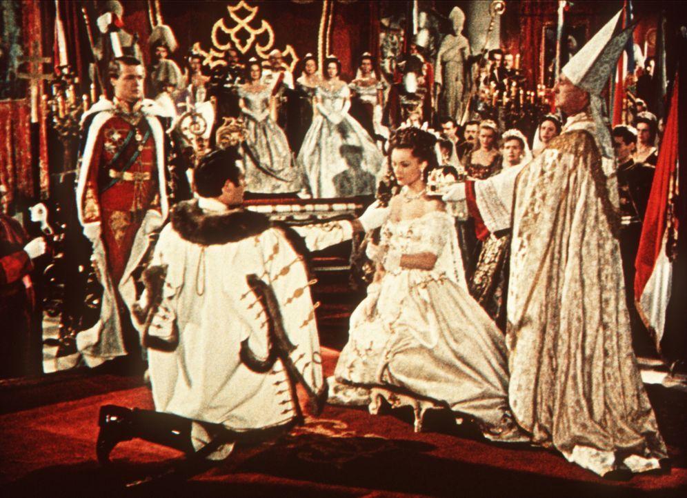 In Ungarn wird dem Kaiserpaar, Sissi (Romy Schneider, r.) und Franz-Joseph (Karlheinz Böhm, l.),  eine große Ehre zuteil ... - Bildquelle: Herzog-Filmverleih