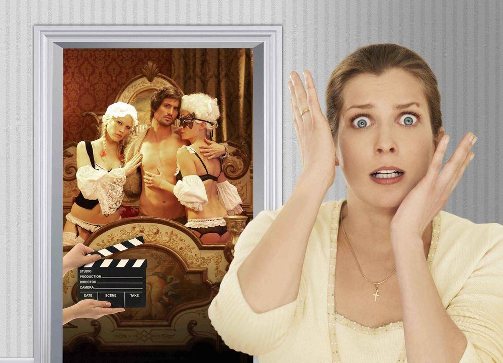 Fällt aus allen Wolken, als ihr klar wird, dass ihr Erbe eine Pornoproduktion ist: Marie (Valerie Niehaus, r.) ... - Bildquelle: SAT.1