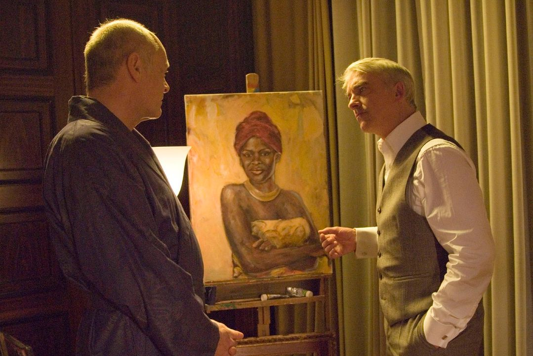 Butler Frederic (Jochen Kolenda, l.) ist überrascht, als ihm sein Herr (Christoph M. Ohrt, r.) einen Besuch abstattet ... - Bildquelle: Jacqueline Krause-Burberg Sat.1