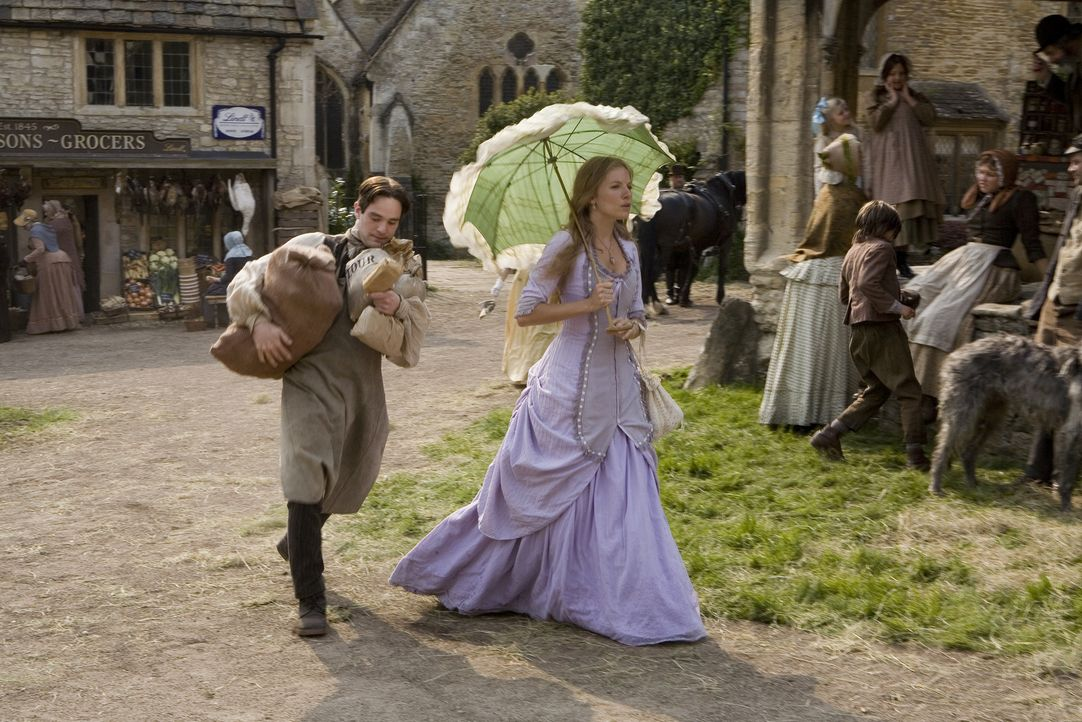 Tristan (Charlie Cox, l.) versucht mit allen Mitteln, die Dorfschönheit Victoria (Sienna Miller, r.) zu beeindrucken. Als die beiden eine Sternschn... - Bildquelle: 2006 Paramount Pictures. All Rights Reserved.