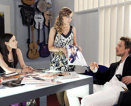 Luzi ist entsetzt, denn im Plattenlabel stellt ihr Frank Caro als neue Stylingberaterin an die Seite ... - Bildquelle: Christoph Assmann - Sat1