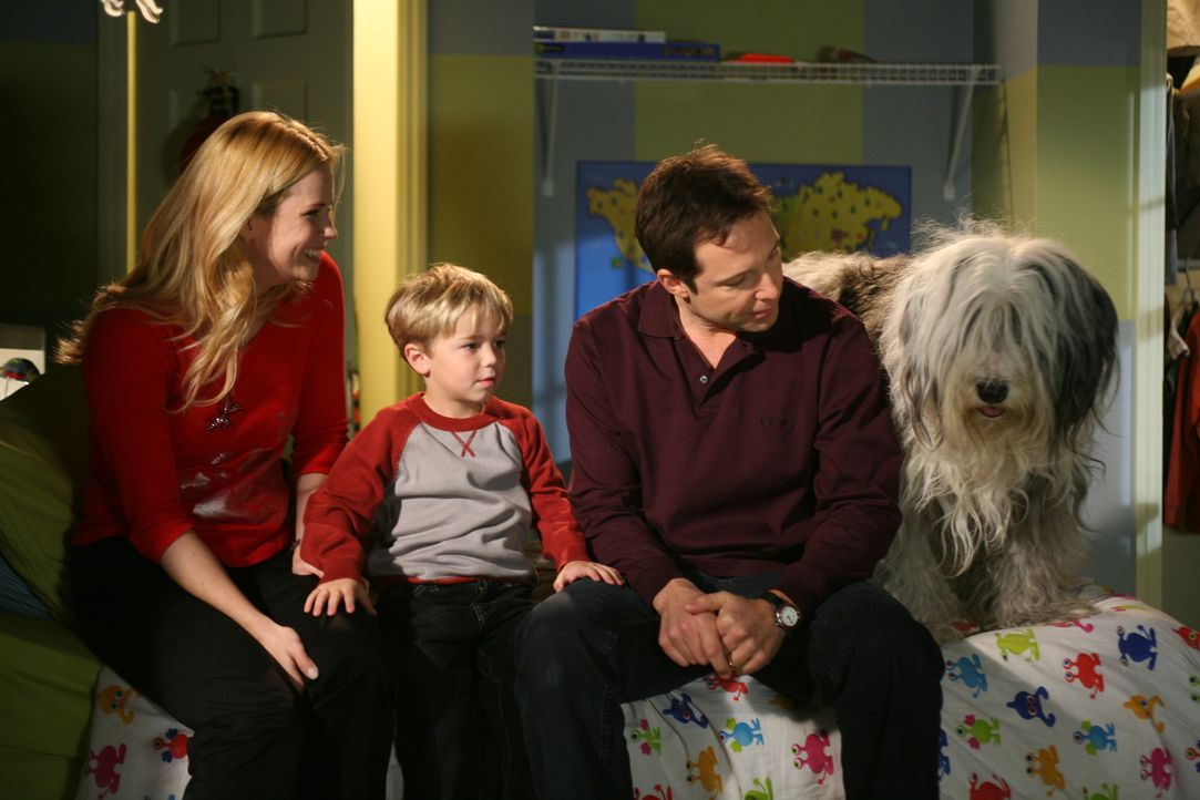 Dennis' (Maxwell Perry Cotton, M.) Eltern (Kim Schraner, l. und George Newbern, r.) müssen auch in der Vorweihnachtszeit mit chaotischen Einfällen...