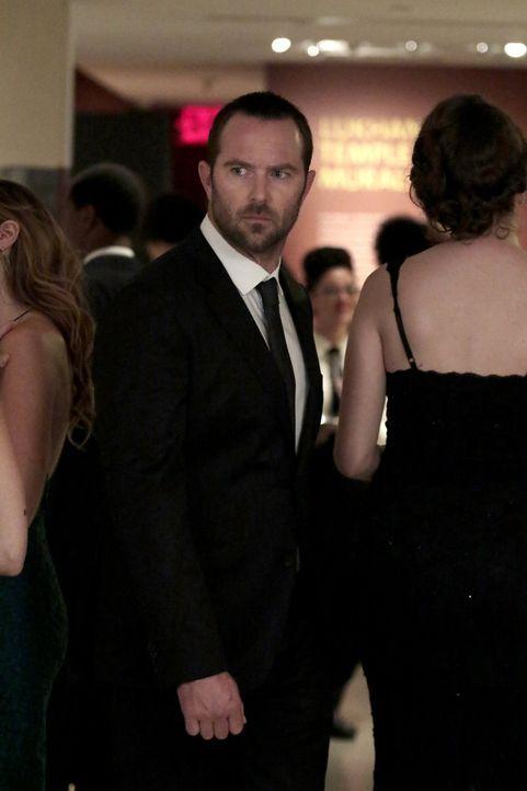 Kann Kurt Weller (Sullivan Stapleton) verhindern, dass die Spendengala in einem Blutbad endet? - Bildquelle: Warner Brothers