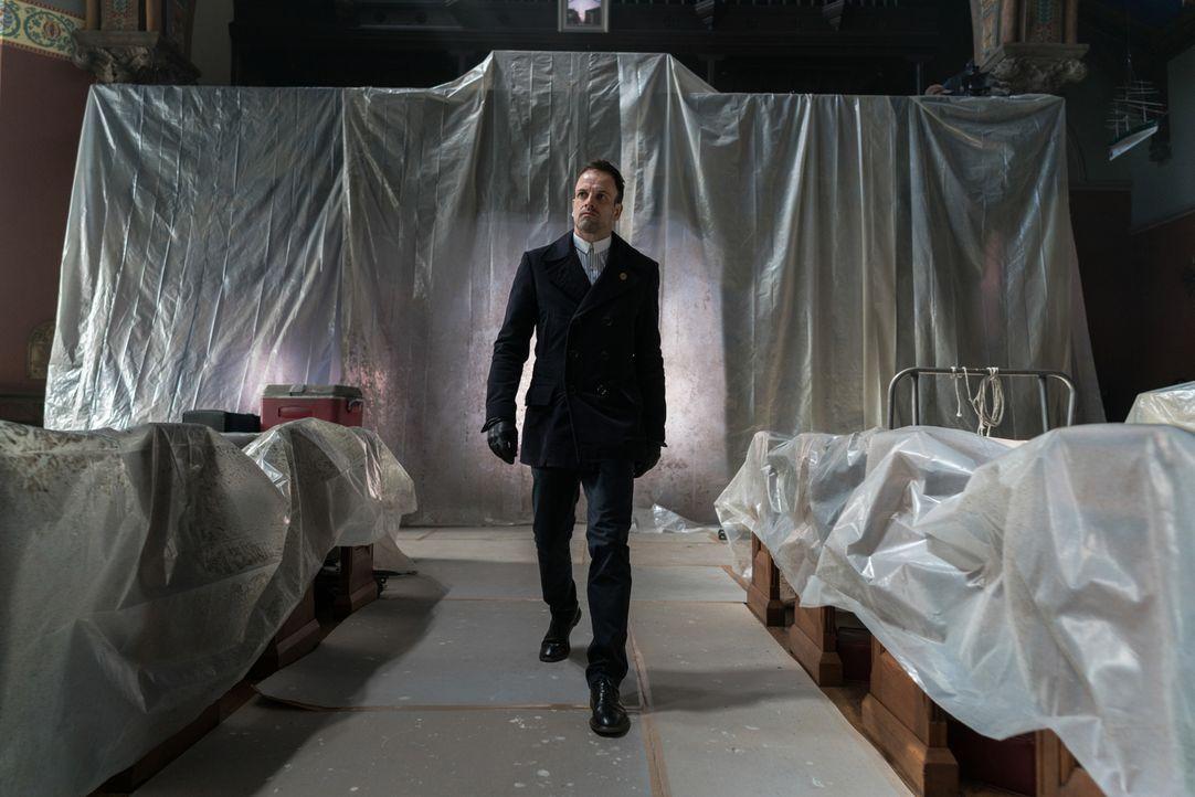 Christopher Gray, ein Handlanger und Spion von Morland, wird bei dem Versuch, den Mann, der eine Bombe in Holmes' (Jonny Lee Miller) und Watsons Hau... - Bildquelle: Michael Parmelee 2016 CBS Broadcasting Inc. All Rights Reserved.