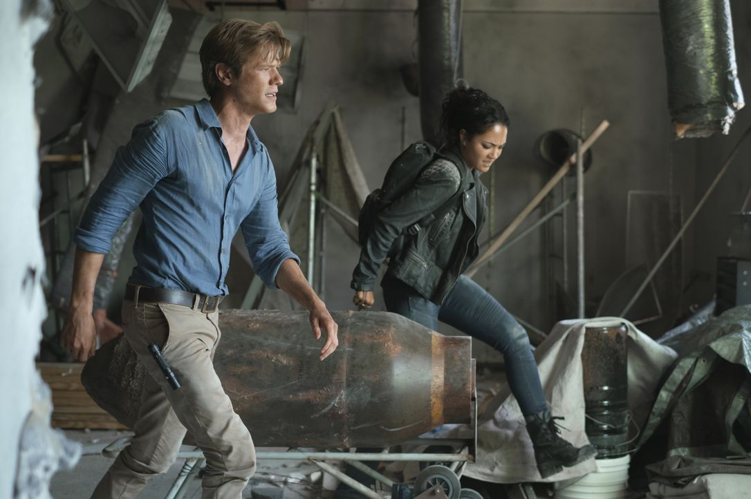 Angus MacGyver (Lucas Till, l.); Riley Davis (Tristin Mays, r.) - Bildquelle: Mark Hill 2020 CBS Broadcasting, Inc. All Rights Reserved / Mark Hill