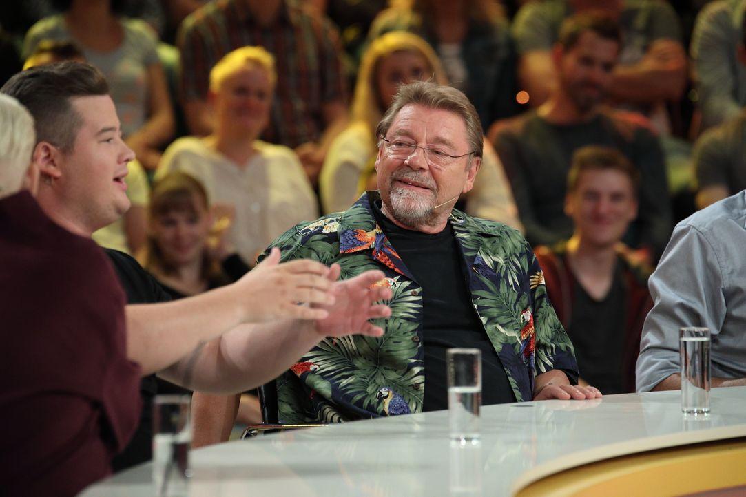 Geben alles, um an die richtige Antwort zu gelangen: Jürgen von der Lippe (r.) und Chris Tall (l.) ... - Bildquelle: Frank Hempel SAT.1