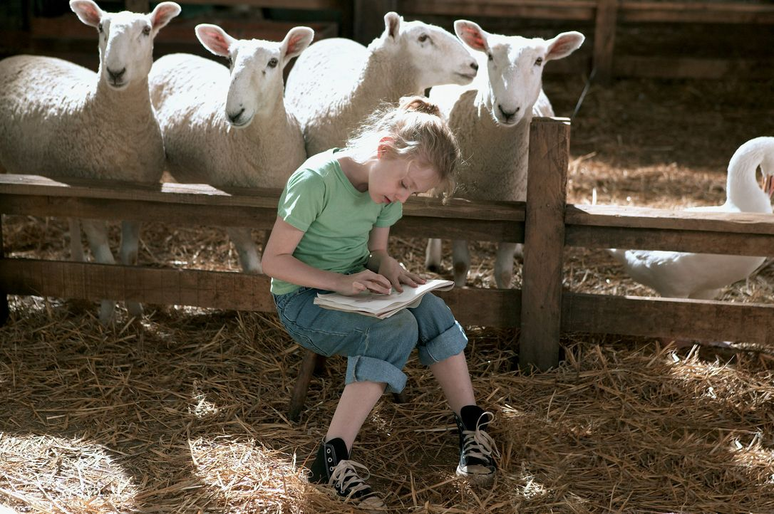 Die kleine Fern Arable (Dakota Fanning) wächst behütet auf der Farm ihrer Eltern auf. Ihre liebsten Spielgefährten sind die zahlreichen Tiere, mi... - Bildquelle: CBS International Television (ehem: Paramount Pictures International)