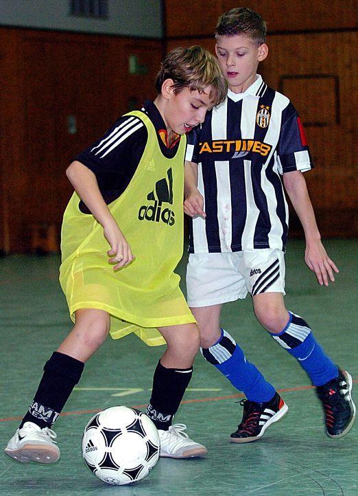 hallenfußball-04-12-14-dpa - Bildquelle: dpa
