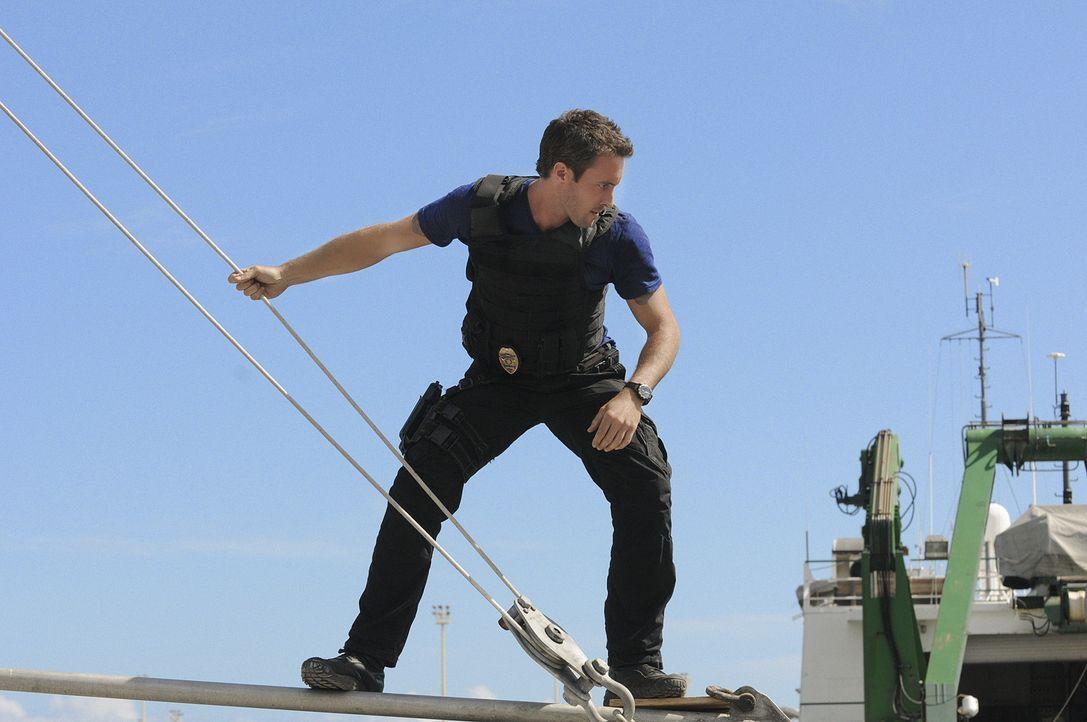 Als der Bergungstaucher Blake Spencer ermordet aus dem Wasser geholt wird, beginnt Steve (Alex O'Loughlin) und sein Team mit den Ermittlungen ... - Bildquelle: TM &   CBS Studios Inc. All Rights Reserved.