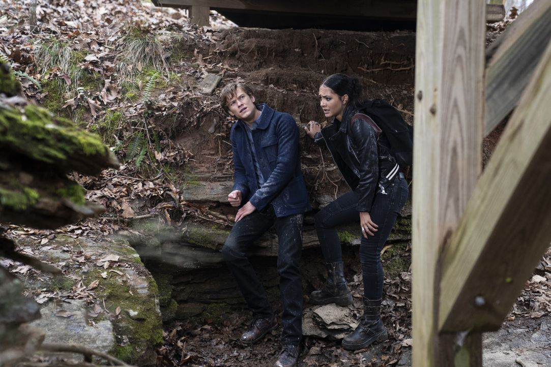 Angus MacGyver (Lucas Till, l.); Riley Davis (Tristin Mays, r.) - Bildquelle: Nathan Bolster 2021 CBS Broadcasting, Inc. All Rights Reserved. / Nathan Bolster