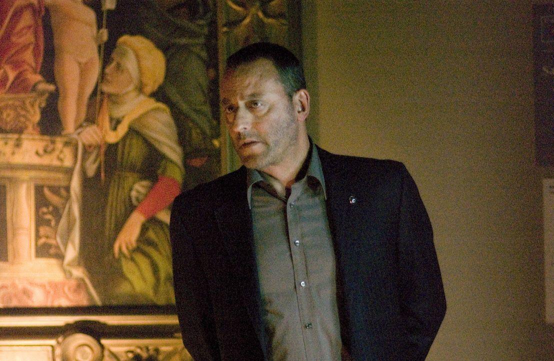 Jacques Saunière, Direktor des Louvre, wird auf grausam Art und Weise ermordet. Die französische Polizei, unter Leitung von Captain Bezu Fache (Je... - Bildquelle: Sony Pictures Television International. All Rights Reserved.