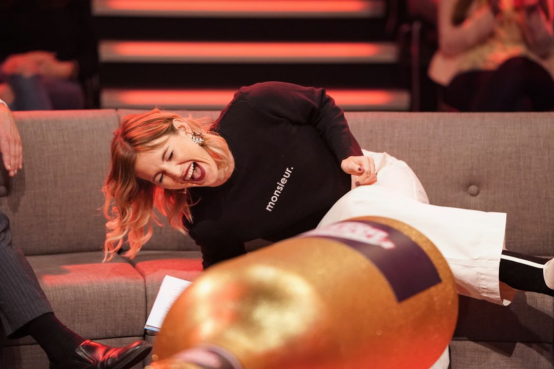 Wer zuletzt lacht, lacht bekanntlich am besten: Ob Jeannine Michaelsen mit ihrem Lachanfall auch die anderen Mitspieler anstecken kann? - Bildquelle: Guido Engels SAT.1/Guido Engels