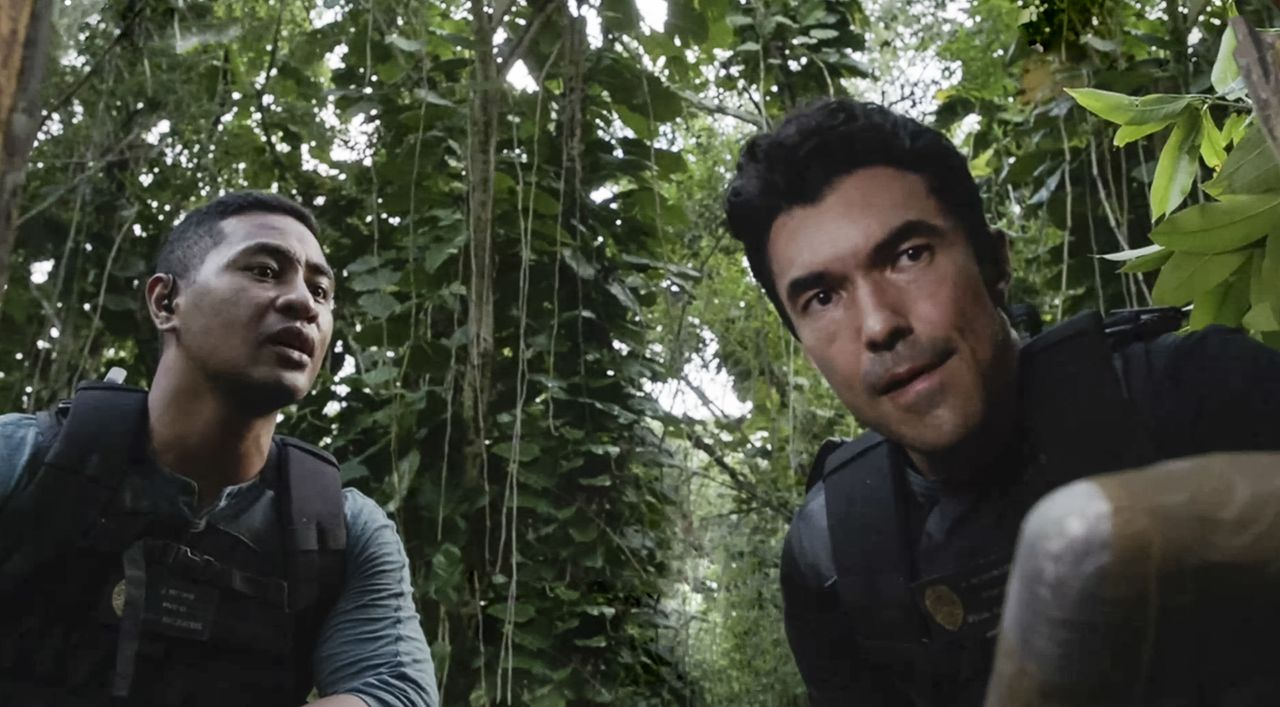 Junior Reigns (Beulah Koale, l.); Adam Noshimuri (Ian Anthony Dale, r.) - Bildquelle: 2019 CBS Broadcasting, Inc. All Rights Reserved.