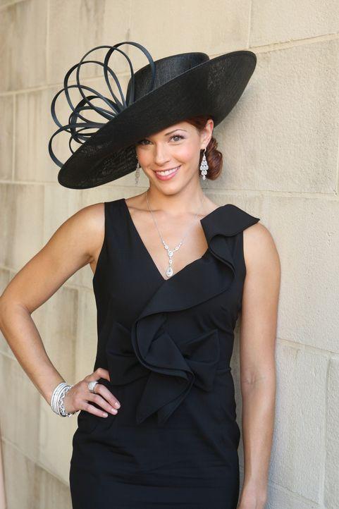 Undercover versucht Grace (Amanda Righetti) in einem neuen Fall zu ermitteln ... - Bildquelle: Warner Bros. Television