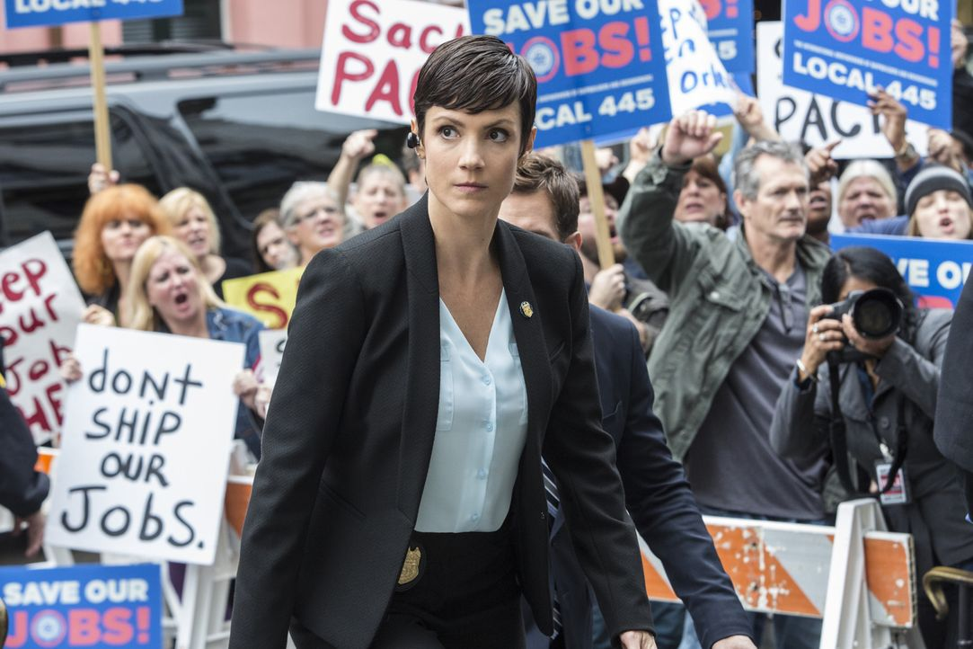 Ein neuer Fall wartet auf Brody (Zoe McLellan) ... - Bildquelle: 2014 CBS Broadcasting Inc. All Rights Reserved.