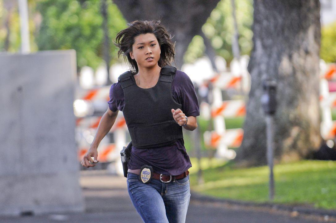 Weihnachten auf Hawaii - doch dem Team ist gar nicht nach feiern, denn Chin Ho ist entführt worden. Kono  (Grace Park) und ihre Kollegen geben alle... - Bildquelle: TM &   2010 CBS Studios Inc. All Rights Reserved.