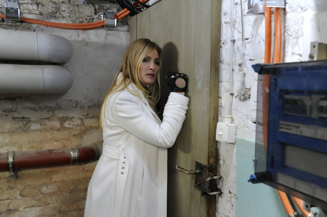 Mia sucht vergeblich in ihrem Kellerverlies auf Schloss Hackforth nach einem Ausweg. In der Zwischenzeit geht Annett (Tanja Wenzel) in der Rolle der... - Bildquelle: SAT.1