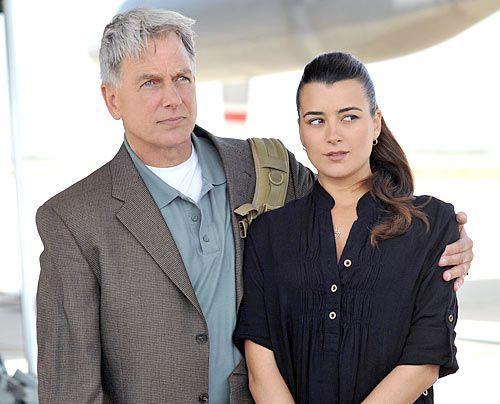 Stehen vor einem Rätsel: Gibbs (Mark Harmon) und Ziva (Cote de Pablo) ...  - Bildquelle: CBS Television