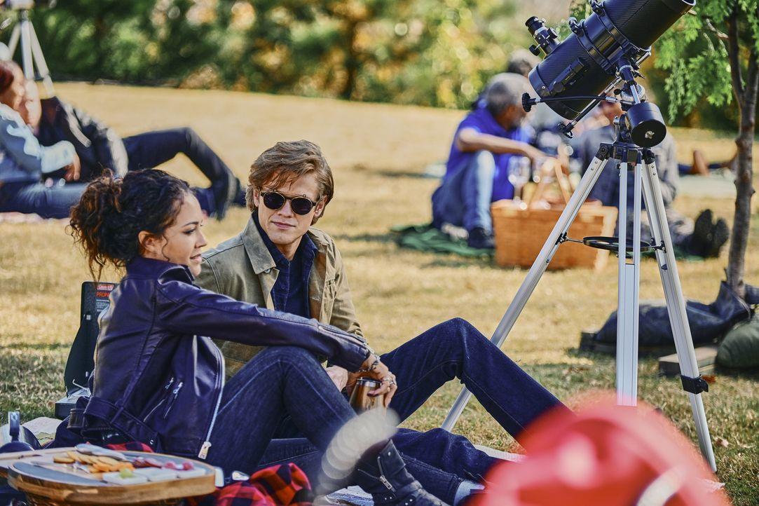 Riley Davis (Tristin Mays, l.); Angus MacGyver (Lucas Till, r.) - Bildquelle: Mark Hill 2020 CBS Broadcasting, Inc. All Rights Reserved. / Mark Hill