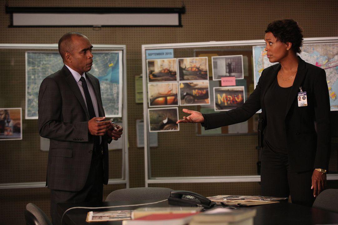 Ein neuer Fall beschäftigt sie: Chief Palmer (Tom Wright, l.), Tara (Aisha Tyler, r.) und das restliche Team ... - Bildquelle: Monty Brinton ABC Studios