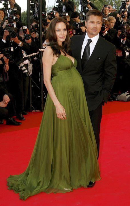 Die schwangere Angelina Jolie mit Brad Pitt - Bildquelle: +++(c) dpa - Bildfunk+++ Verwendung nur in Deutschland