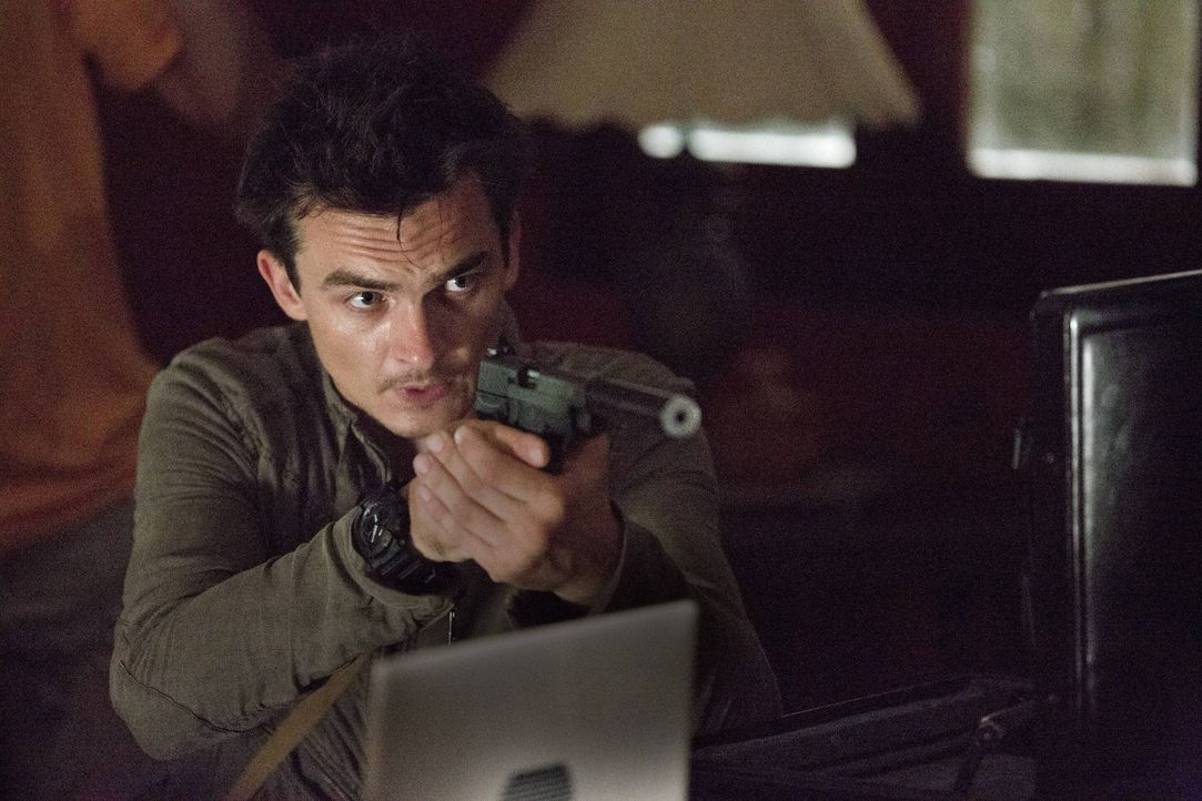 Spielt Peter Quinn (Rupert Friend) ein falsches Spiel? - Bildquelle: 2013 Twentieth Century Fox Film Corporation. All rights reserved.