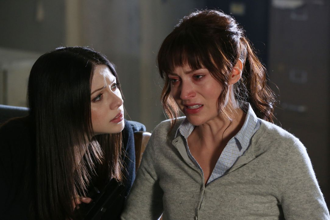 Reids Freundin (Beth Riesgraf, r.) ist von ihrem Stalker entführt wurde. Gemeinsam mit seinen Kollegen versucht er sie zu finden, bevor es zu spät... - Bildquelle: ABC Studios