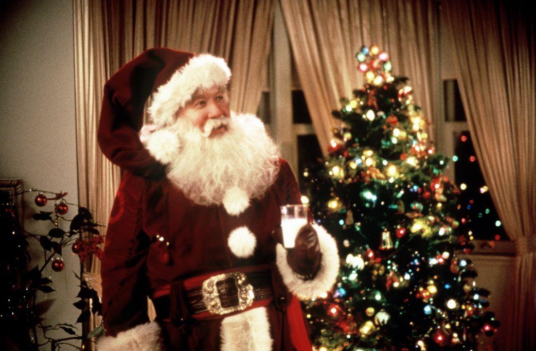 Obwohl sich Scott (Tim Allen) verzweifelt gegen seinen Job als Weihnachtsmann wehrt, steigt er auf Drängen seines Sohnes dennoch ein. Bereits nach... - Bildquelle: Buena Vista Pictures