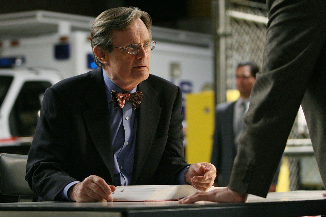 Die Leiche des Waffenhändlers La Grenouille wird gefunden. Das FBI beginnt mit seinen Ermittlungen und befragt Ducky (David McCallum) ... - Bildquelle: CBS Television