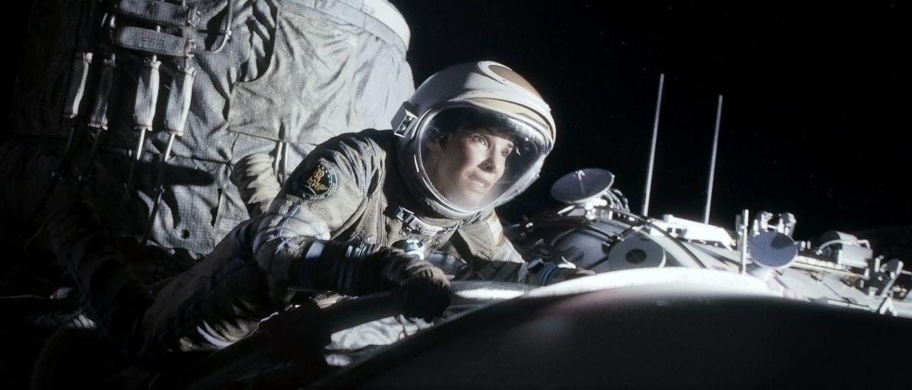 Das Shuttle ist zerstört, die Verbindung zur Erde abgebrochen und der Sauerstoff  beinahe aufgebraucht: Für Biomedizinerin Ryan (Sandra Bullock) wir... - Bildquelle: Warner Brothers