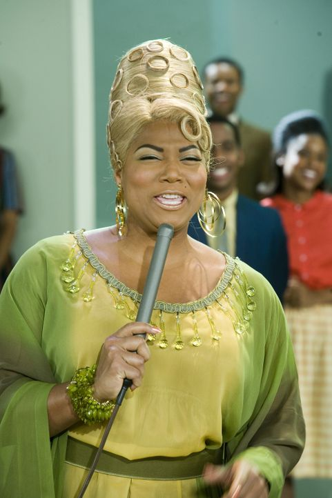 Wird aufgrund ihrer Hautfarbe aus der Show geworfen: Soulsängerin Maybelle Motormouth (Queen Latifah) ... - Bildquelle: Warner Brothers International Television Distribution Inc.