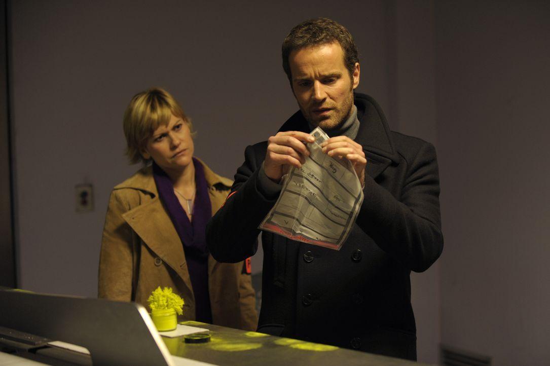 Ermitteln in einem neuen Fall: Fred (Vanessa Valence, l.) und Matthieu (Guillaume Cramoisan, r.) ... - Bildquelle: 2008 - Beaubourg Audiovisuel/BeFilms/RTBF (Télévision Belge)