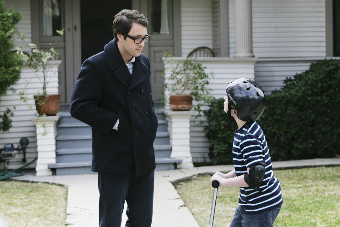 Vincents (Alex O'Loughlin, l.) zehntes Opfer hatte einen Sohn, Stanley (Jake Cherry, r.), der blind ist und Zeuge des Mordes war, ohne den Mörder g... - Bildquelle: Touchstone Television
