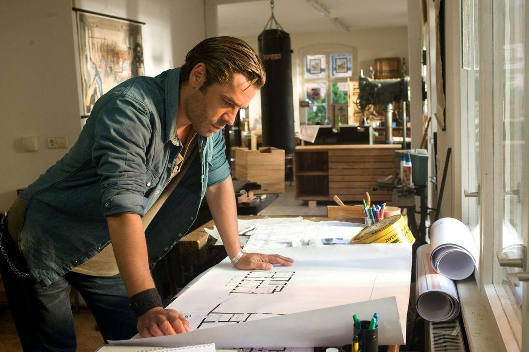 Ben (Tobias Oertel) hat seine eigenen Pläne mit der alten Weberei ... - Bildquelle: Sat.1