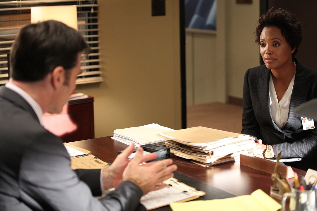 Wird die forensische Psychologin Dr. Tara Lewis (Aisha Tyler, r.) das Team von Hotch (Thomas Gibson, l.) länger unterstützen? - Bildquelle: ABC Studios